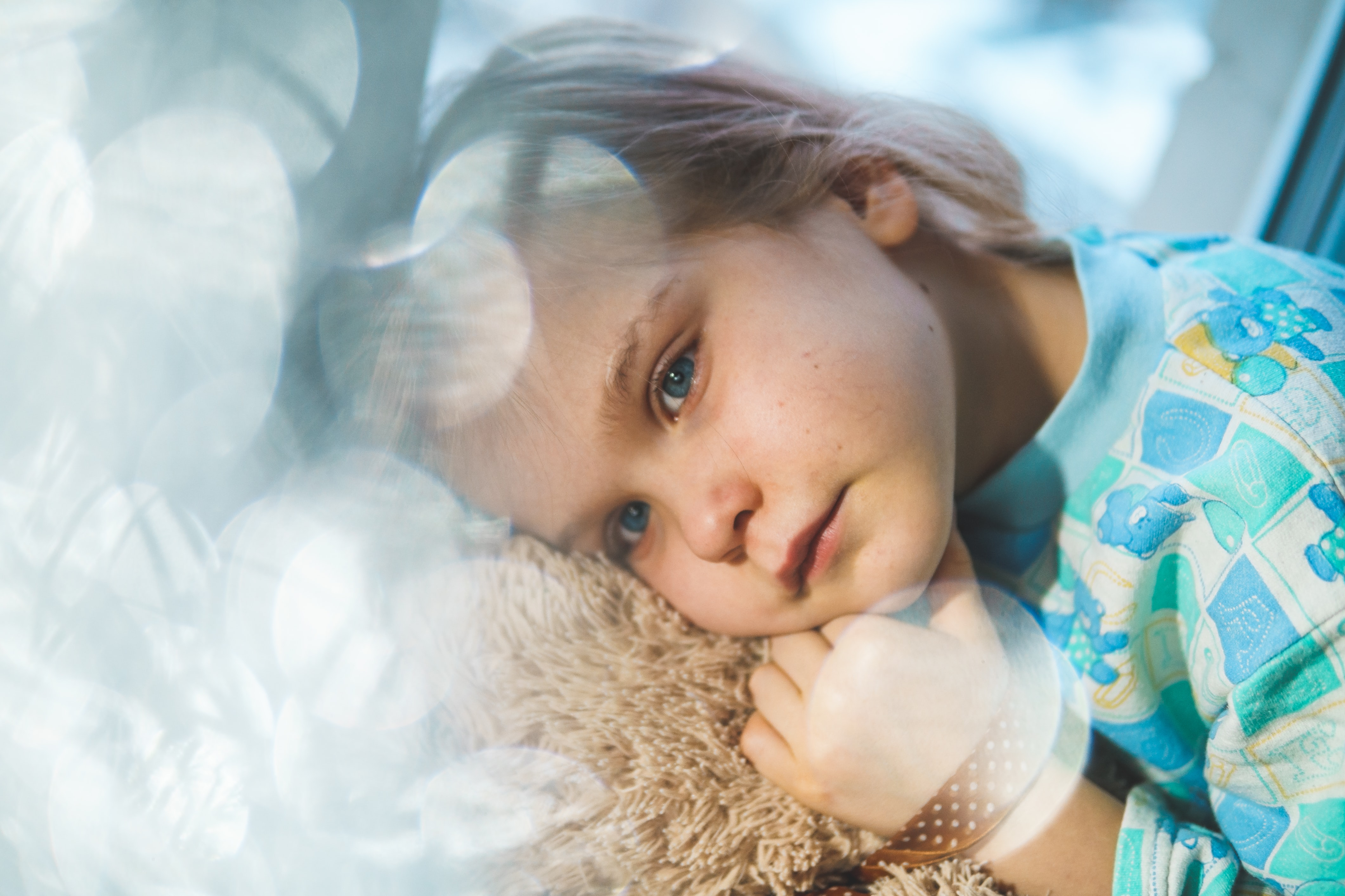 Mała dziewczynka z gorączką