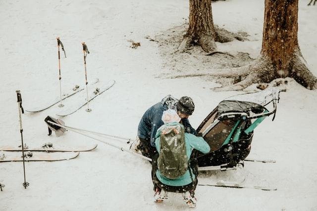 Wózek spacerowy Thule na śniegu
